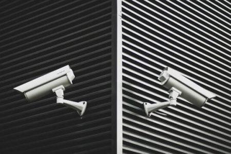 防犯カメラで建物を守る