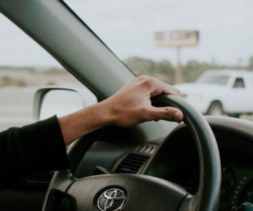 トヨタ車の運転席とハンドル